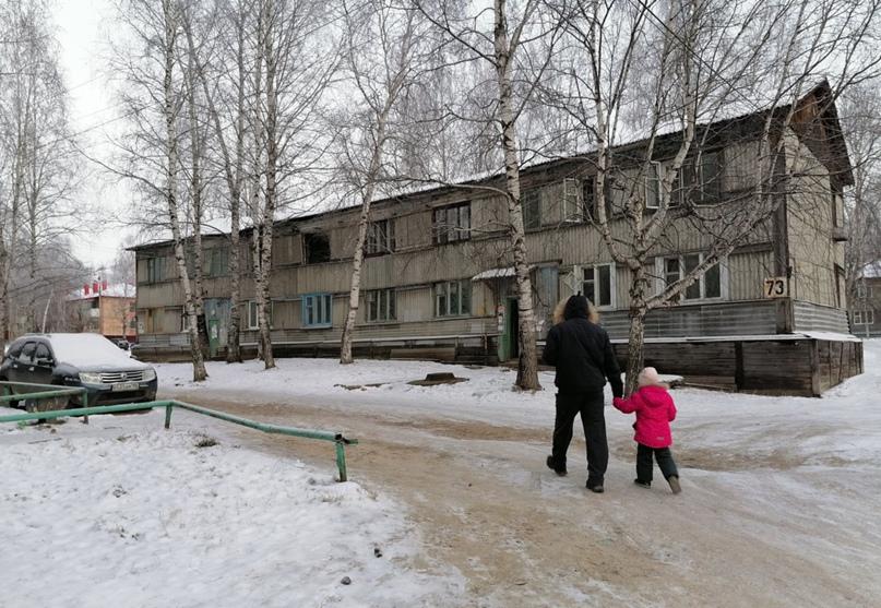 В Нефтеюганске десятки сирот снова не получили причитающиеся им по закону квартиры.