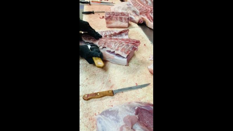 Обвалка свинины