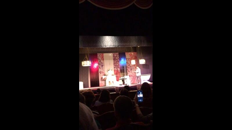 Дворец культуры имени Ленсовета Спектакль Мужчина с доставкой на дом 13 04 21г