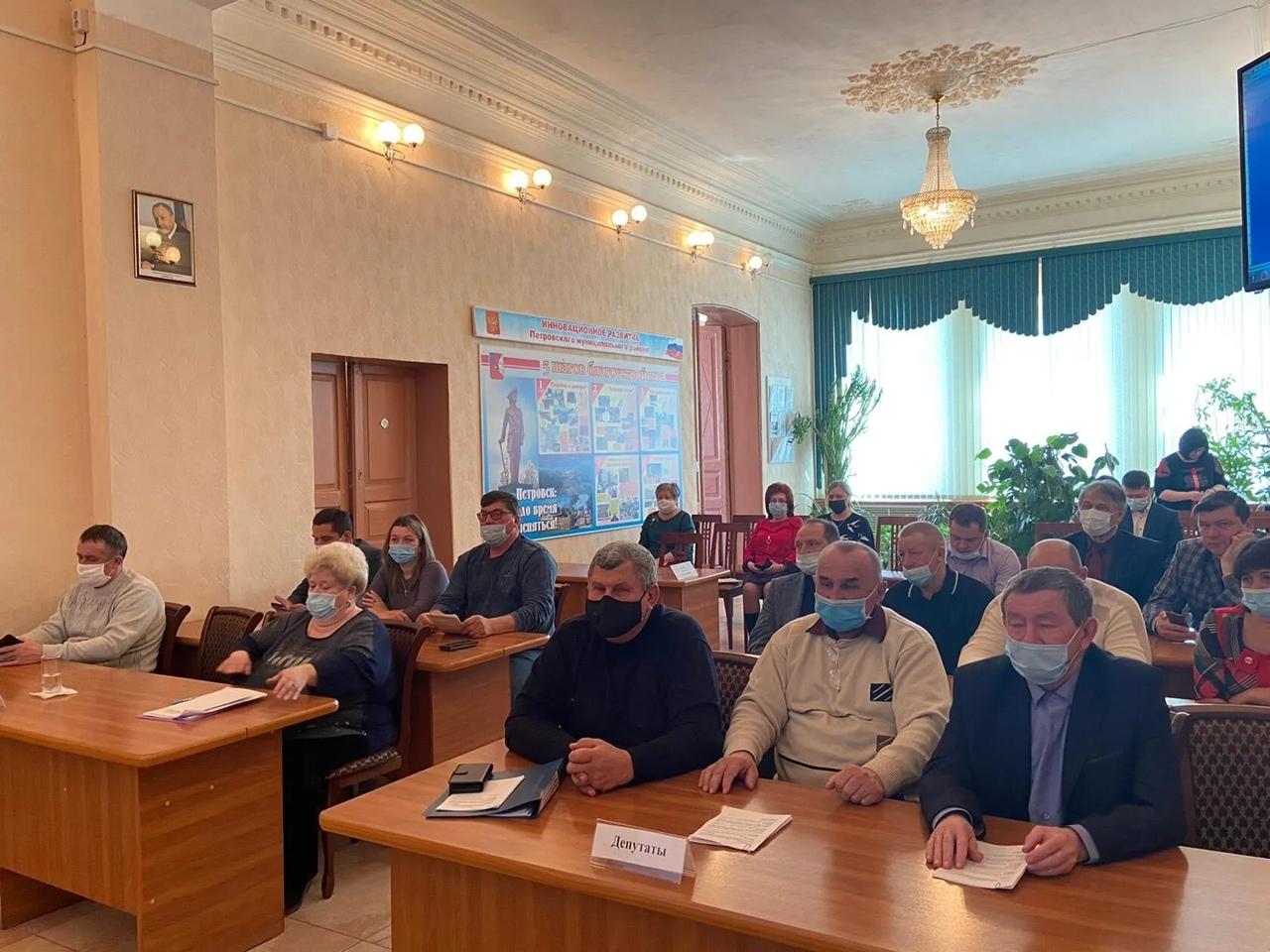 Глава Петровского района Денис ФАДЕЕВ выступил перед депутатами городского Совета и районного Собрания с отчётом о результатах своей деятельности