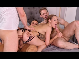 [DDFNetwork] Alexis Crystal - 3 Dudes Stuff Cleaning Lady Alexis Crystal Airtight for Slacking Off On the Job