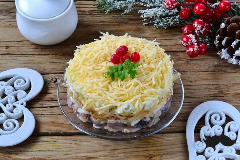 Новогодний салат «Селедка под снегом»