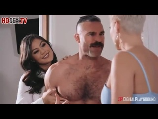 Азиатка с волосатой киской раскинула ножки для секса с чужим мужиком
