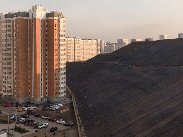 Мусорный полигон в районе Некрасовка На вершине мо...