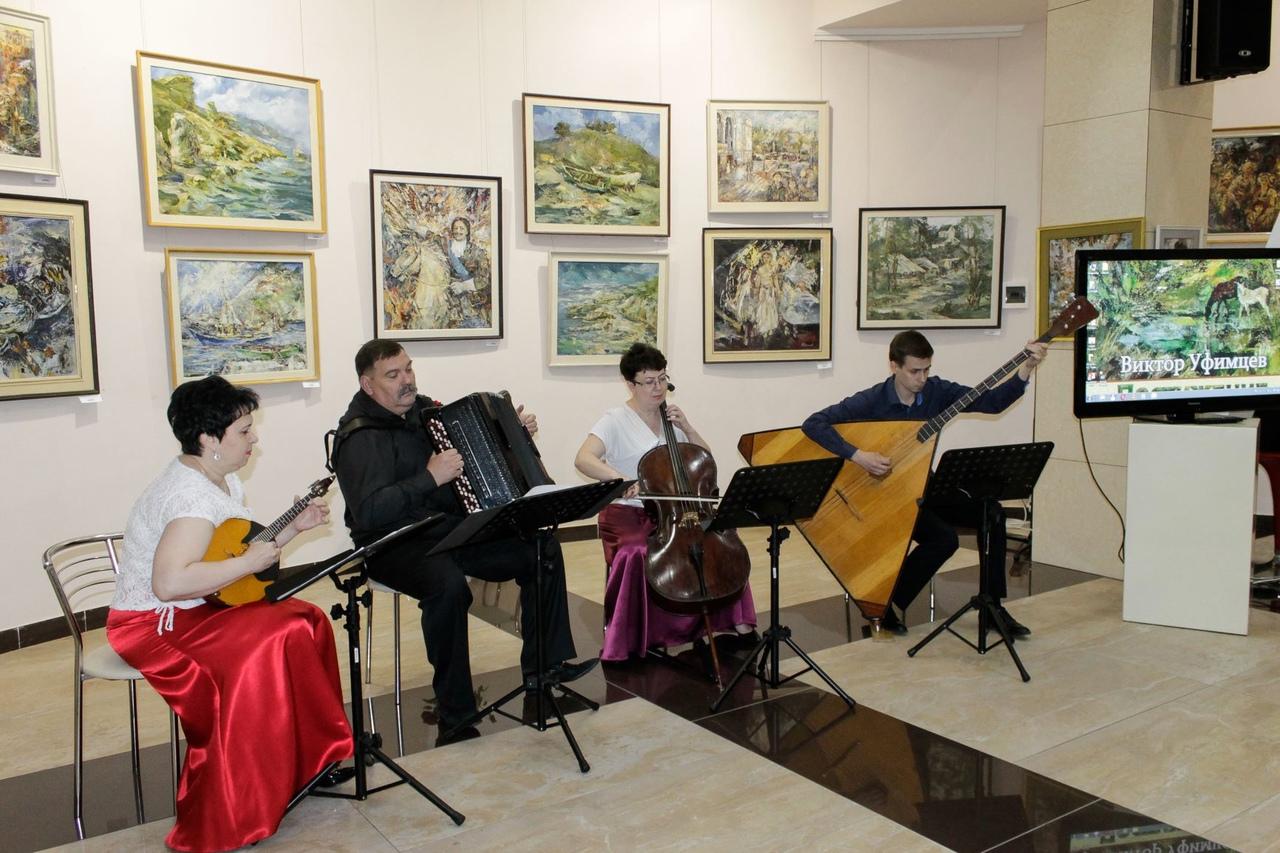 В ХМ «Арт-Донбасс» открылась персональная выставка художника Виктора Уфимцева «Постижение красоты»