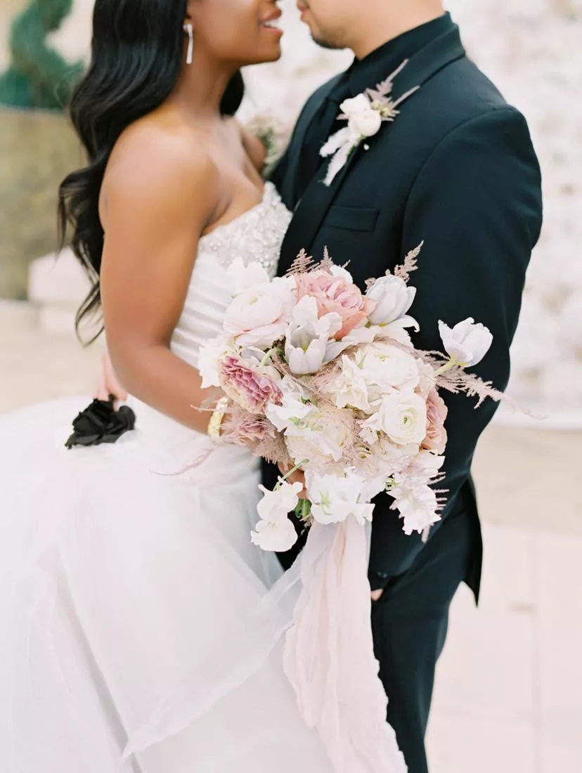 xik9y5KkrYc - Букет невесты из тюльпанов