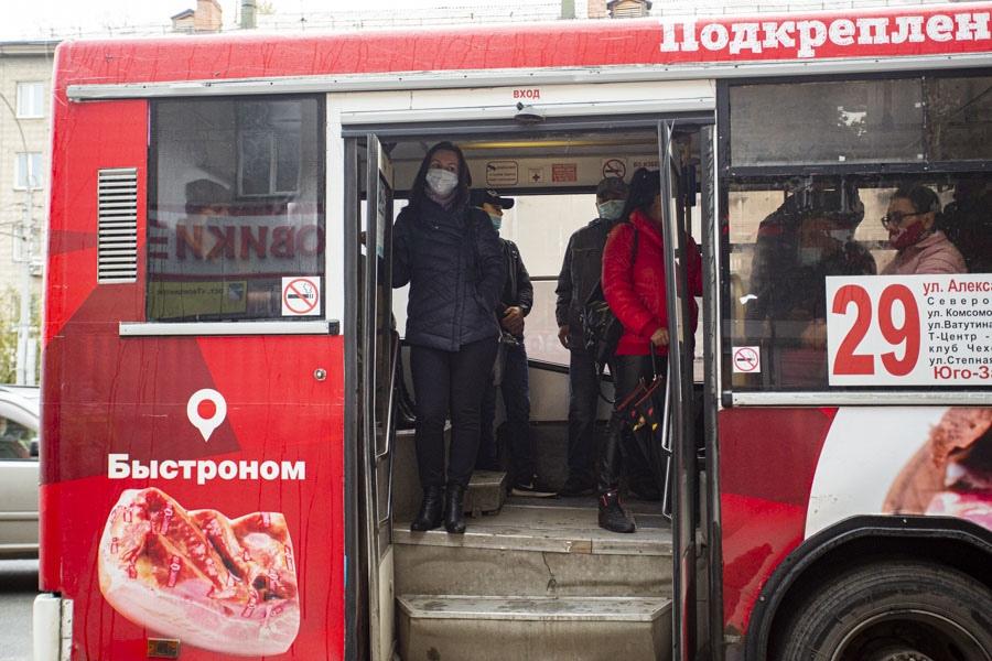 фото «Высаживать нельзя, но можно не пускать»: новосибирские перевозчики уже нашли способ обойти закон о детях-безбилетниках 3