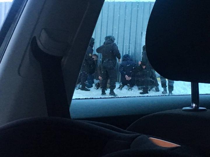 B Минске видели силовиков и задержанных у забора. В милиции объяснили, что это б...
