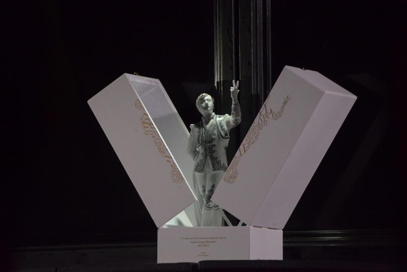 Символ Национальной актерской премии имени — Андрея Миронова «Фигаро» изображение А. А. Миронова в роли Фигаро.