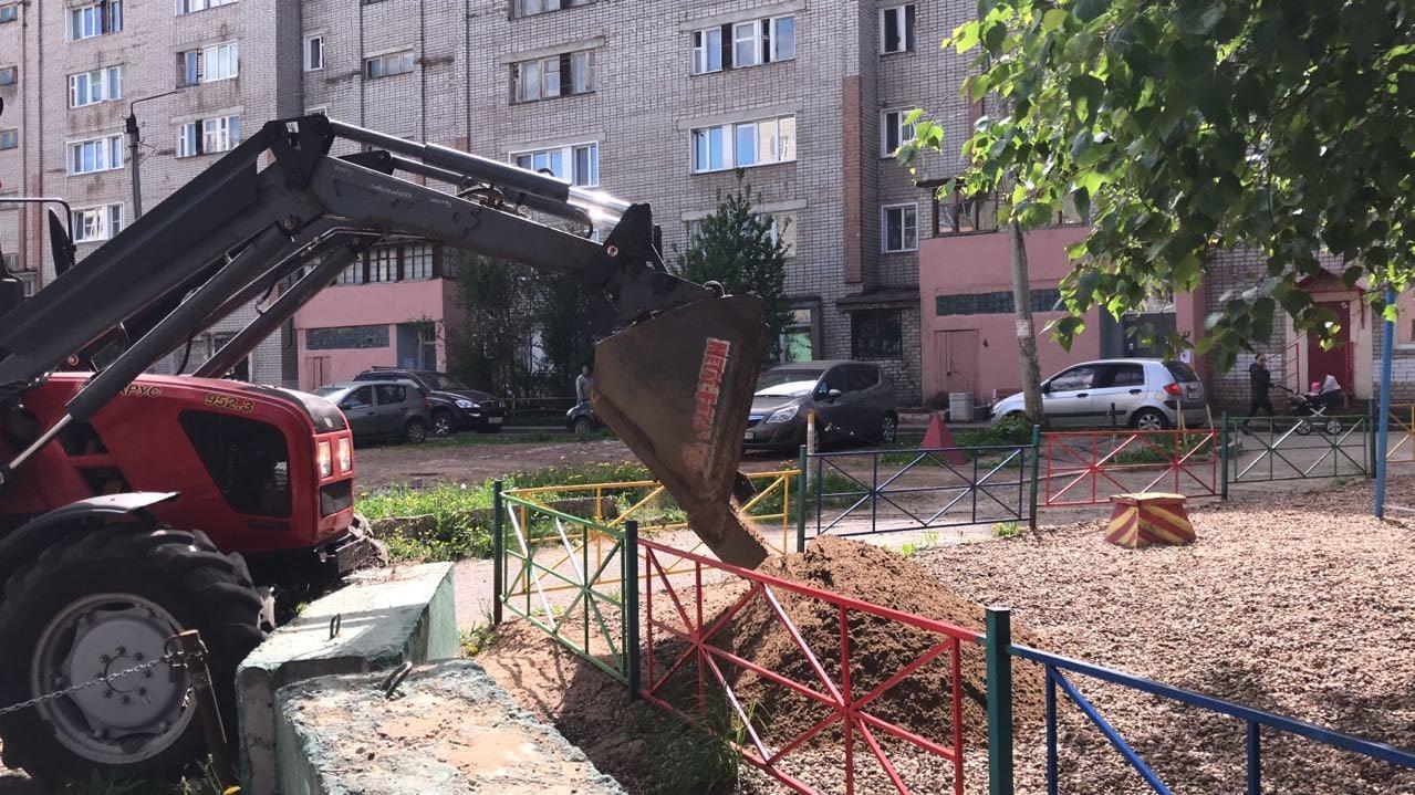 Завезен песок на детскую площадку Кольцова 15