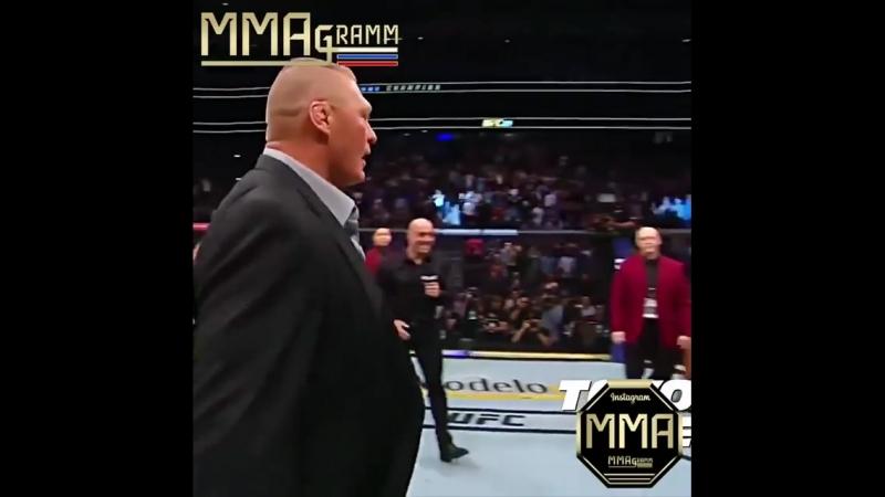 🔥 Вот это шоу! Lesnar 👊🏾 DC 😈 ♦️Минутка рестлинга в октагоне юфс. Выпустили быка на арену 😄