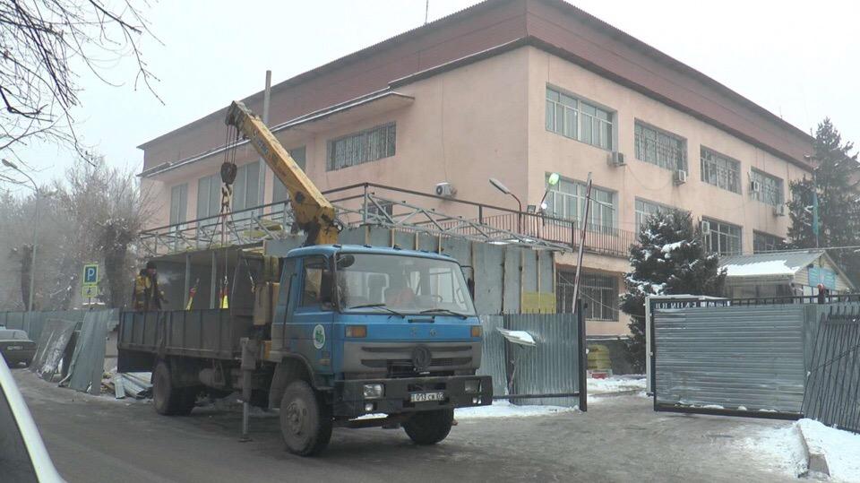 Стеклянные фронт-офисы полиции начали строить в Алматы _____