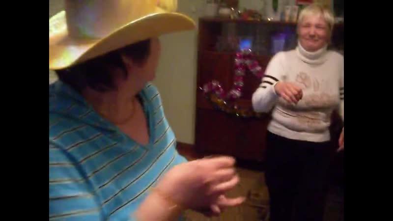 76 2010Мама с Олей зажигают 1 Рождество