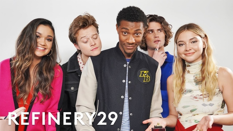 The Cast Of Netflix's Outer Banks Guess What's In Each Other's Bags Spill It Refinery29
