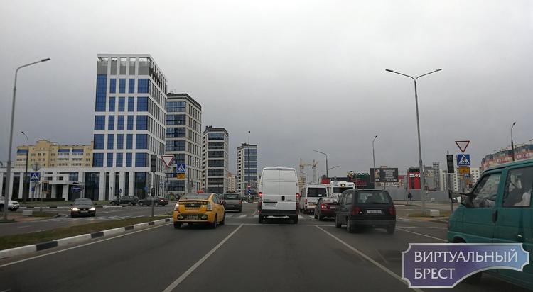 Вторые сутки не работает светофор на Варшавке-Махновича