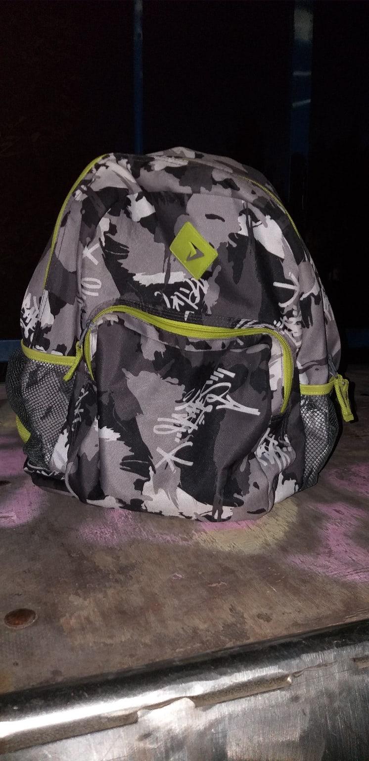 Найден рюкзак за ДК в парке.