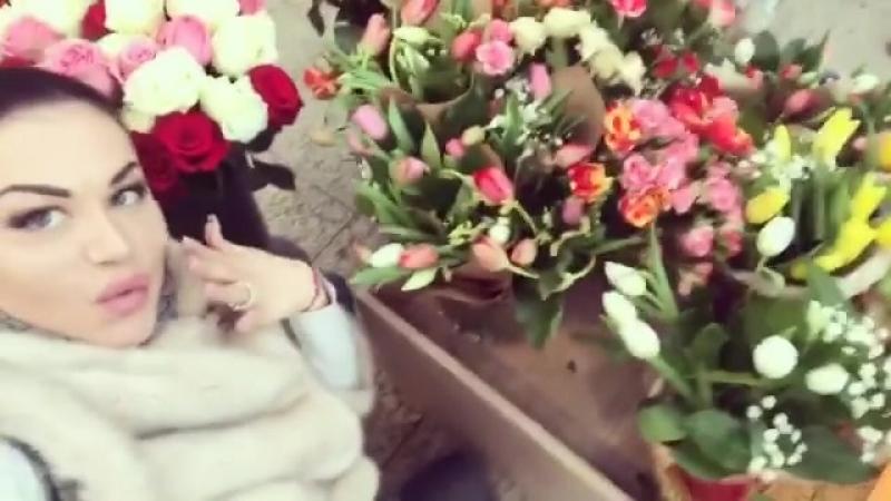 EVгеника_жжжет завтра 8марта! успей сфоткаться с цветами