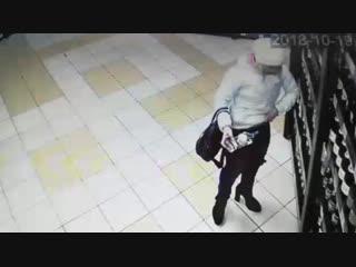 Покупатели в магазинах Северодвинска(((