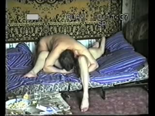 домашний секс 90-е парень ебет двух деревенских девушек по очереди снимая все, без комплексов секс в деревне частное не постанов