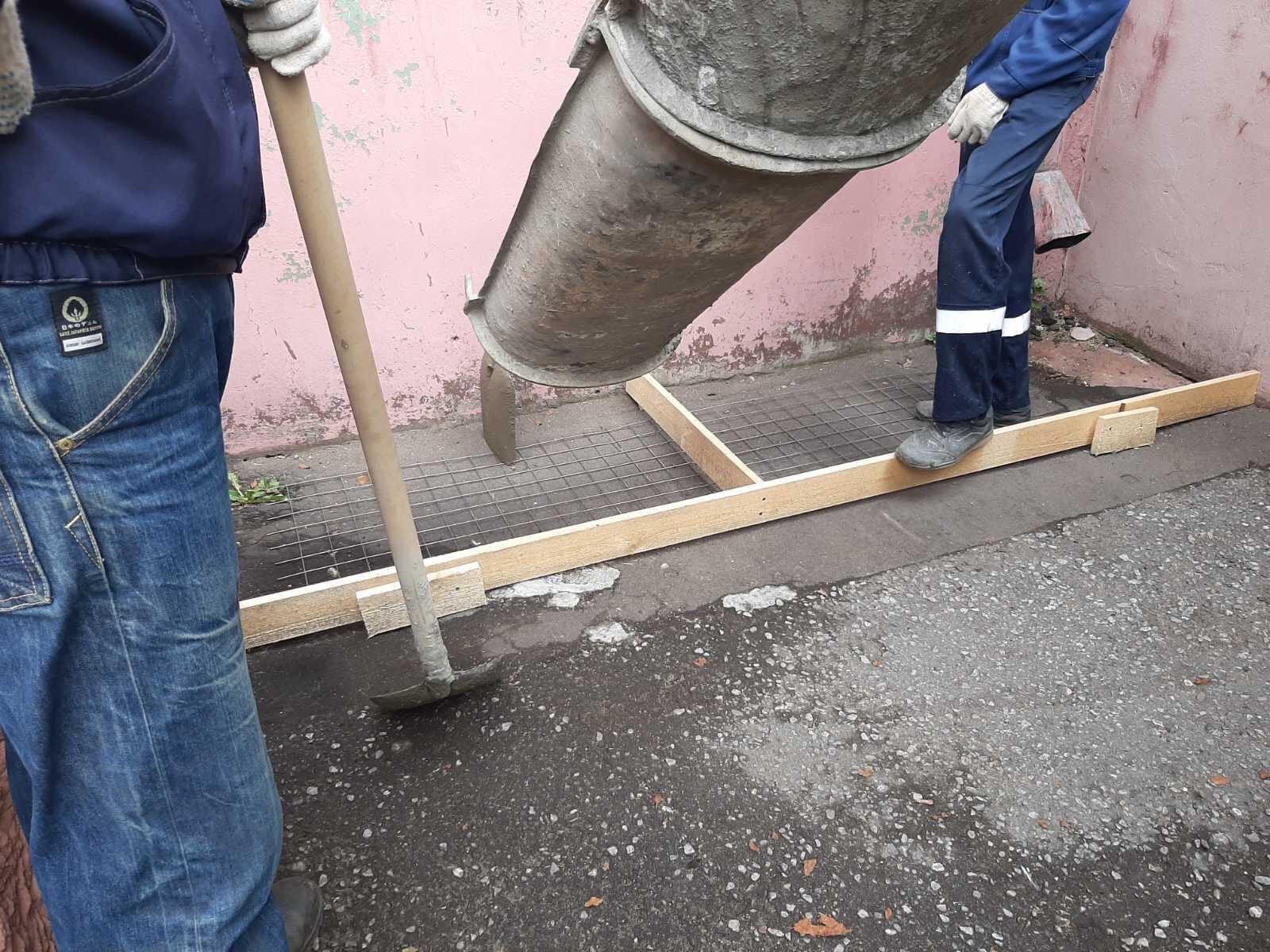 Физкультурников 2 ремонт отмостки, устройство дверей входа